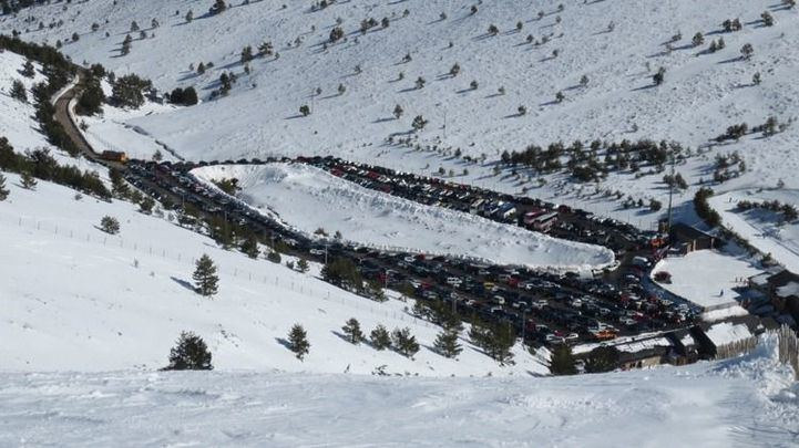 Valdesquí cierra sus pistas a la espera de nevadas