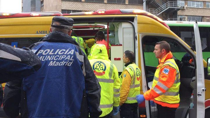 El hombre ha sido atendido por efectivos del Samur Protección Civil y ha sido trasladado al Hospital 12 de Octubre.