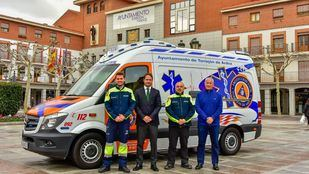 Torrejón estrena su nueva ambulancia 24 horas.