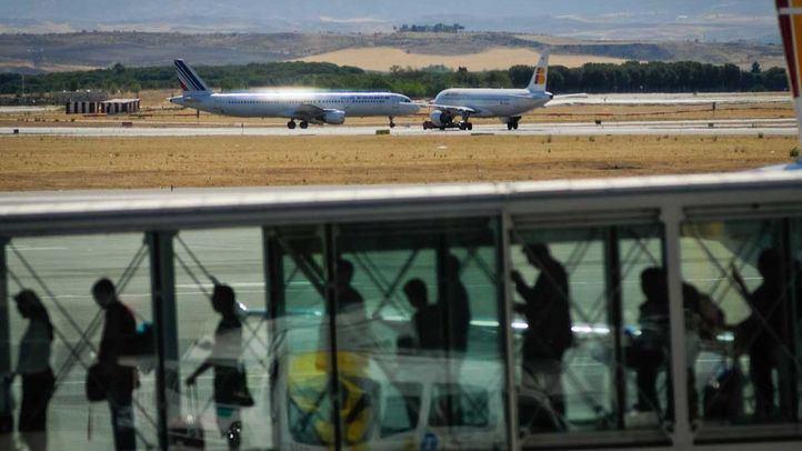 Retrasos en los vuelos por el cierre de una pista en Barajas