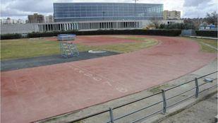 Pistas deportivas en los exteriores del pabellón Andrés Torrejón