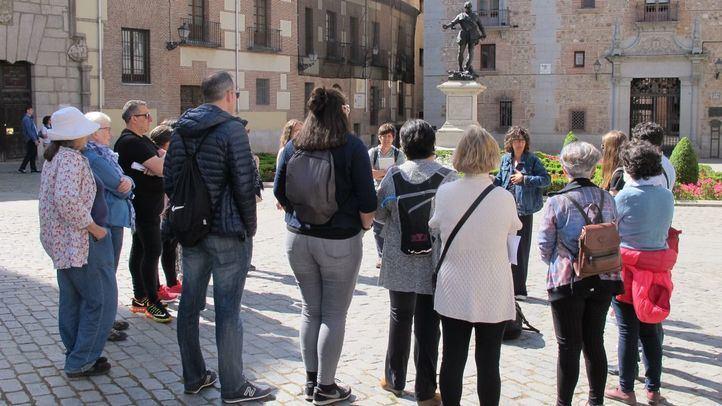 Los paseos urbanos del colectivo permite descubrir a las mujeres que hicieron historia en Madrid.