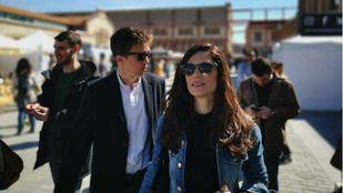 ...y su hermana Clara (Más Madrid), también