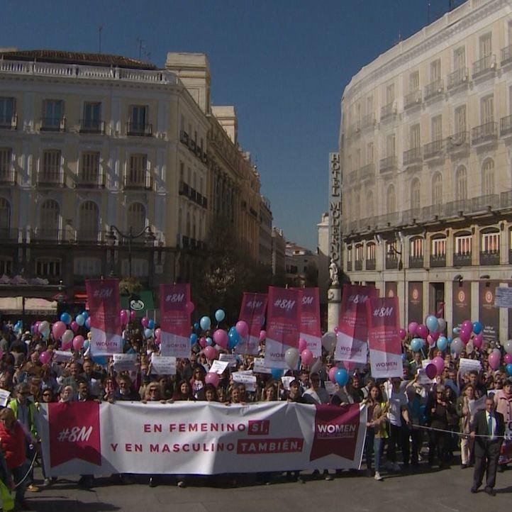 El otro 8-M: unas 200 personas celebran el Día de la Mujer sin