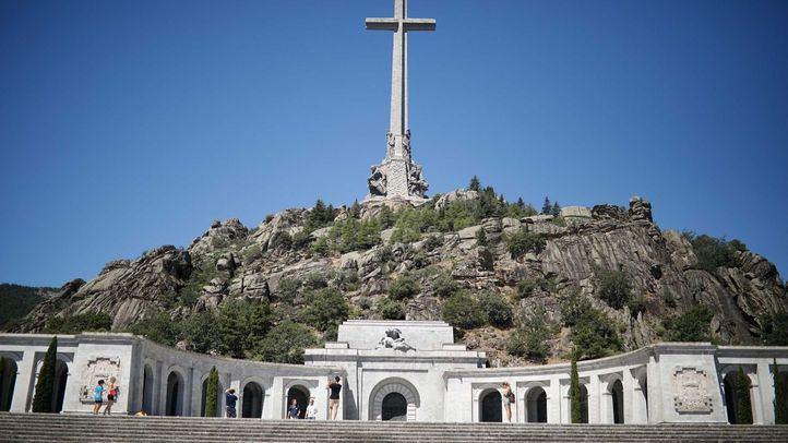 La histórica entrada tiene lugar cuando se cumplen tres años desde que un juez de San Lorenzo de El Escorial procedió a acordar la exhumación de los hermanos Lapeña.