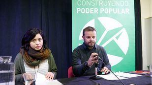 Rommy Arce y Raul Camargo, como portavoces de Anticapiltalistas.