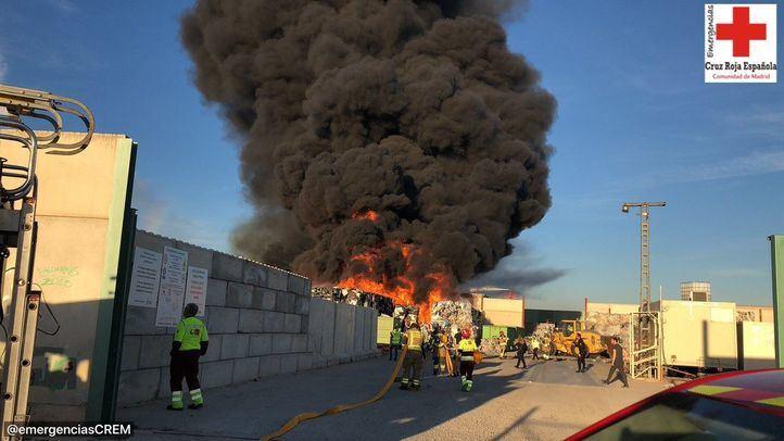 Incendio en una empresa de reciclaje en Alcorcón.