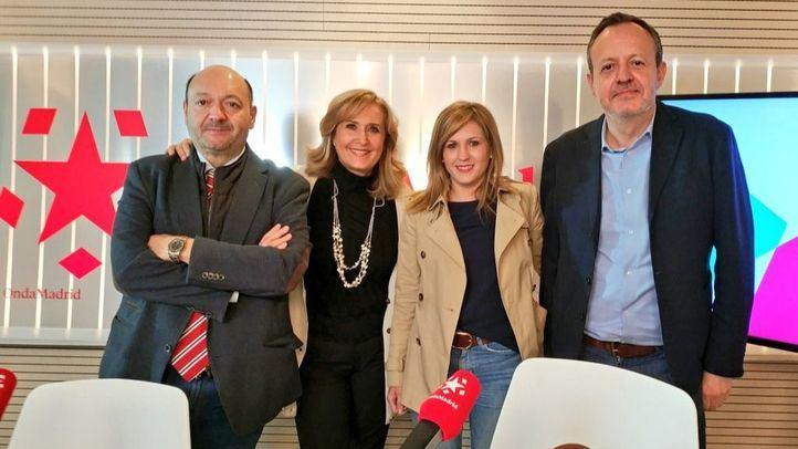 Alberto Reyero, de Ciudadanos, y Ana Isabel Pérez Baos, del Partido Popular, junto a Constantino Mediavilla, presidente de Madridiari, y Nieves Herrero, presentadora de Onda Madrid