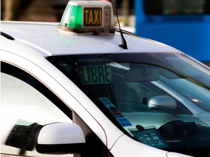 Un taxista, agredido por unos clientes que no querían pagar