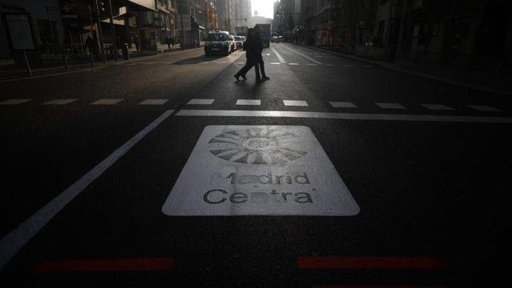 Pintada de Madrid Central en la carretera.