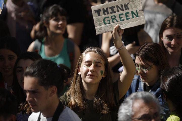 Cientos de jóvenes, concentrados en Sol contra el cambio climático