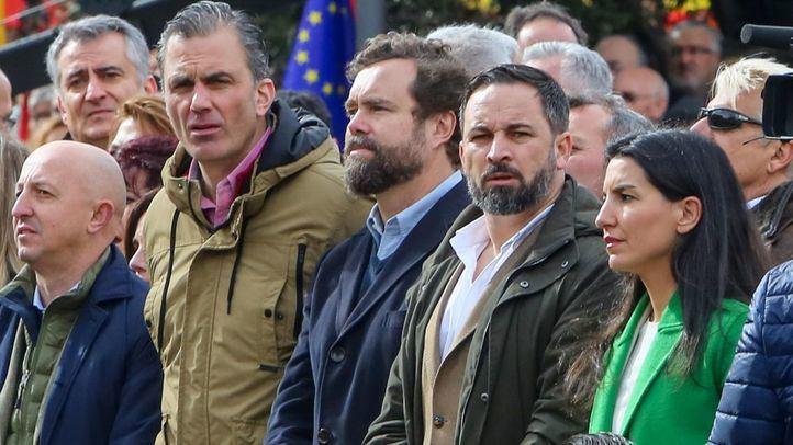 Santiago Abascal junto a varios miembros de su partido.