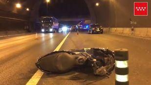 Fallece un motorista tras salir de la carretera en la M-50