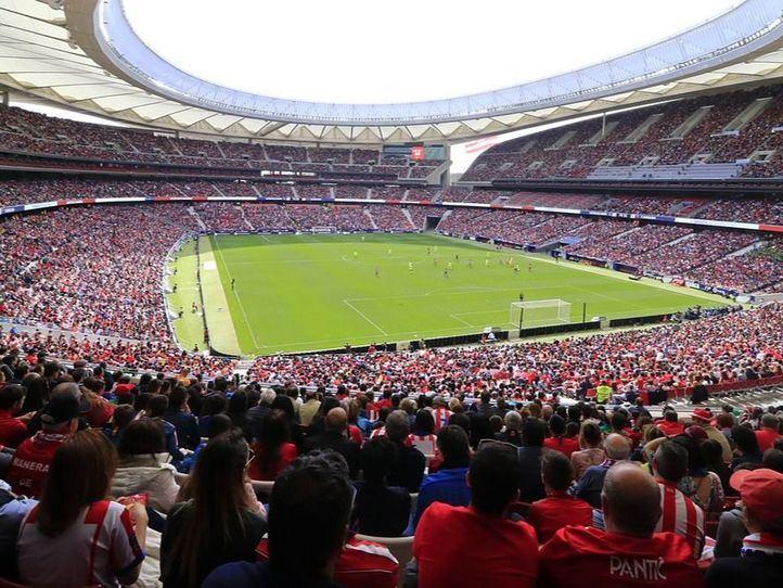 Las jugadoras del Atlético de Madrid y Barça hacen historia en el Wanda