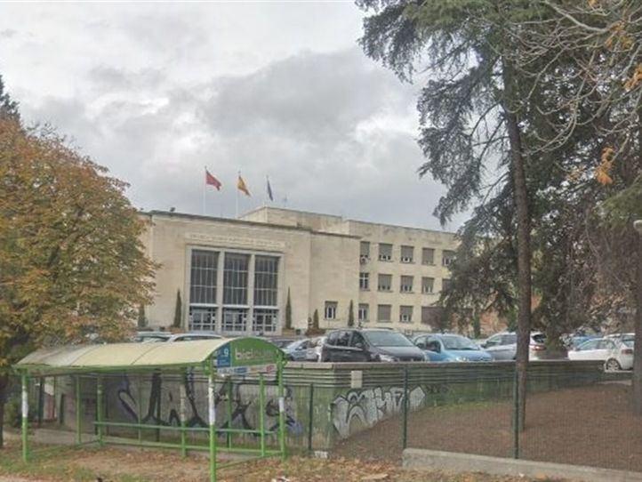 Desalojada la Escuela de Arquitectura al hallarse un obús