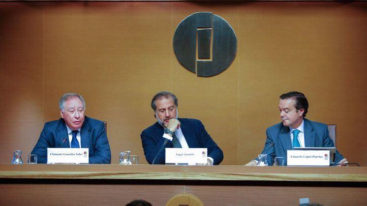 En la rueda de prensa han intervenido, Clemente González, presidente del Comité Ejecutivo, Ángel Asensio Laguna, presidente de la Junta Rectora de Ifema, y Eduardo López-Puertas, director general de Ifema.