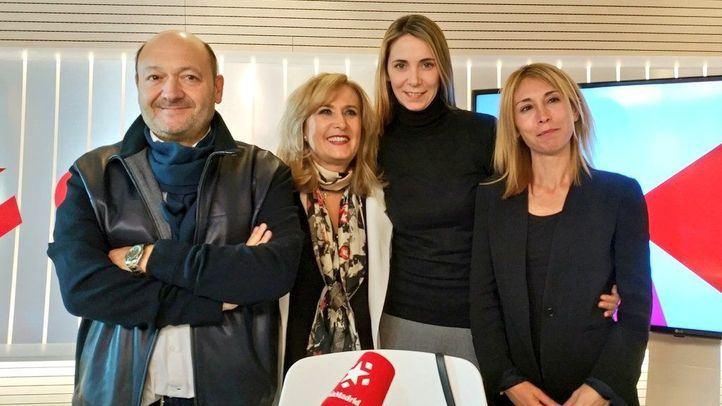 Mar Espinar y Silvia Saavedera junto a Constantino Mediavilla y Nieves Herrero en Com.permiso.