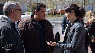La candidata de Podemos a la presidencia de la Comunidad de Madrid, Isabel Serra, se ha reunido con representantes del sector del taxi en la Asamblea de Madrid.