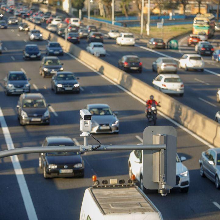 Los semáforos de la A-5 reducen el tráfico de entrada un 10%