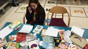 Los jóvenes que forman parte de la 'Montando el local' recitarán poesías por teléfono a lo largo de todo el día.