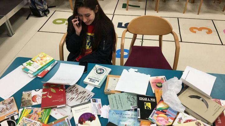 Poesías por teléfono: recitar poemas al oído