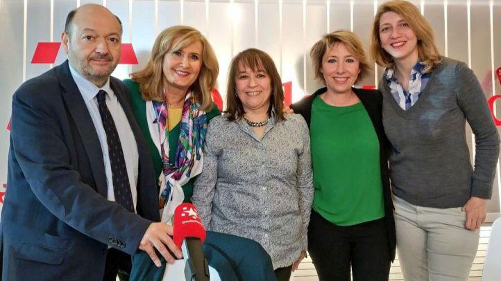 La directora de Madridiario, María Cano, y la periodista de La Razón, Nuria Platón, junto a Constantino Mediavilla y Nieves Herrero en Onda Madrid
