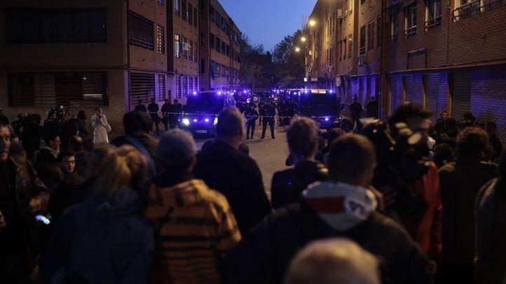 La Policía evita más altercados en la casa del presunto asesino