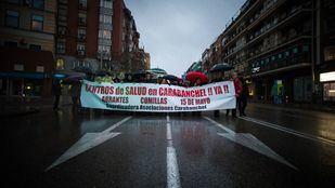 Manifestación de las asociaciones de vecinos de Carabanchel para pedir la construcción de tres centros de salud a la Comunidad de Madrid en los barrios de Comillas, Abrantes y 15 de Mayo en 2018.
