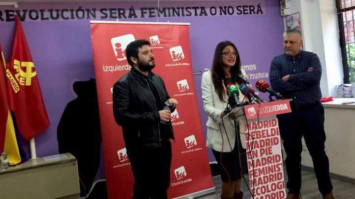 Álvaro Aguilera y Sol Sánchez presentan los resultados del referéndum en el que las bases de IU han rechazado confluir con Podemos en los términos propuestos por los de Isa Serra.