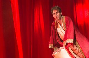 Nerón toca la lira en el teatro Bellas Artes