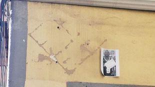 Sin rastro de la placa en honor al mantero Mame Mbaye en Lavapiés