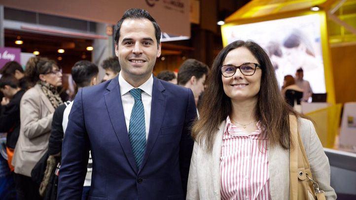 Ignacio Aguado ha visitado la feria Aula 2019 junto a Eva Bailén, número cinco en su lista para la Asamblea.