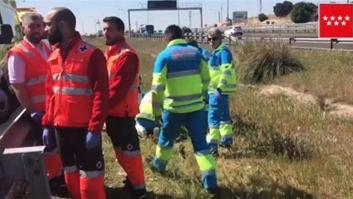 Muere un motorista tras chocar contra un turismo y la mediana en la M-40