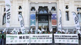 Protesta en Cibeles por la jornada de 35 horas para los trabajadores municipales