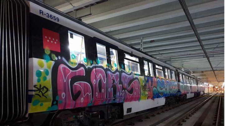 Grafitis en Metro de Madrid.