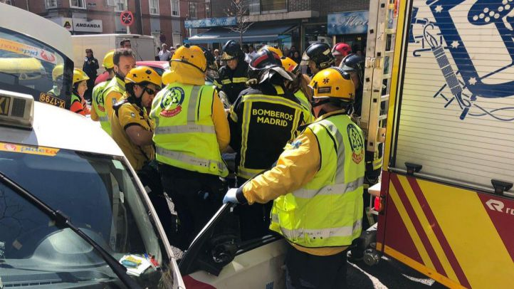 Un taxista, accidentado en Vallecas tras sufrir un mareo conduciendo