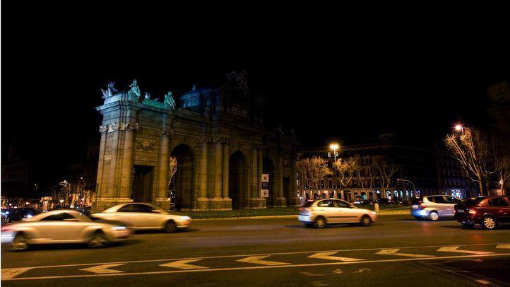 La Puerta de Alcalá, a oscuras durante La Hora del Planeta.