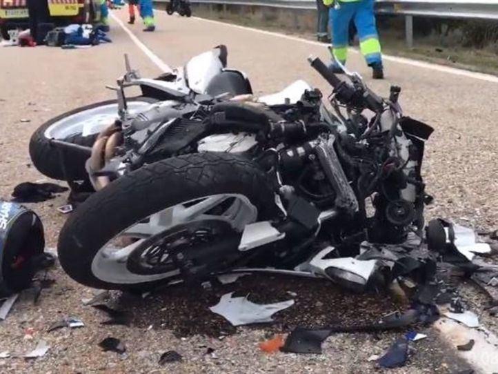 Fallece un motorista y otro resulta herido grave tras un choque frontal