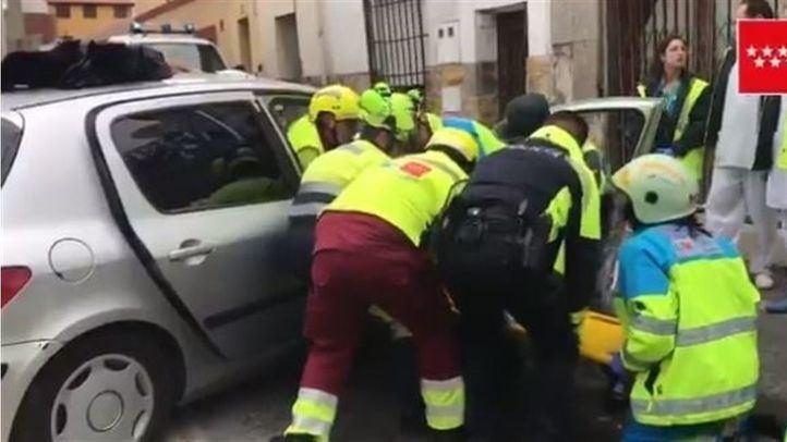 El coche ha chocado contra un establecimiento que se encontraba cerrado