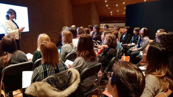 Varios alumnos asisten a una de las ponencias de la Primera Jornada Internacional de Escuelas Católicas de Madrid.