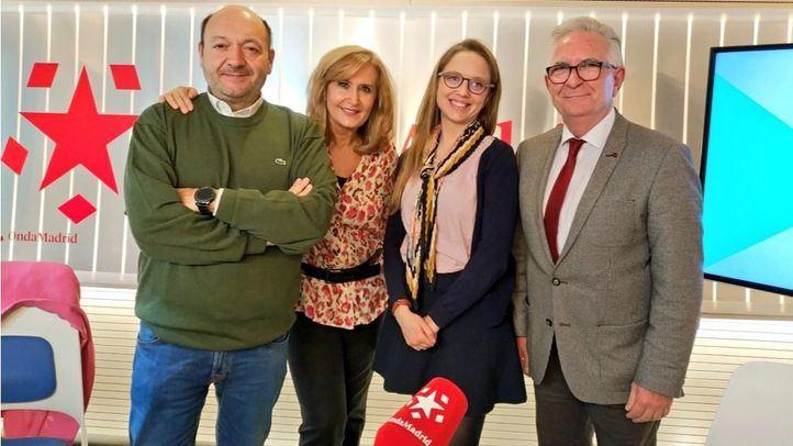 Jose Ángel Gómez-Chamorro, diputado del PSOE en la Asamblea de Madrid y Carolina Alonso, miembro de la Consejería ciudadana de Podemos en la Comunidad de Madrid en Com.Permiso