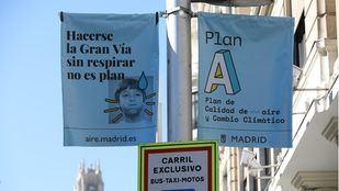 Carteles de la campaña del Ayuntamiento promocionando el 'Plan A' de calidad del aire.