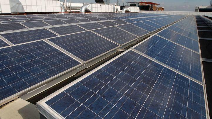 Paneles solares en una azotea.