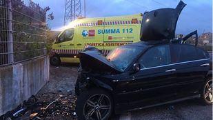Heridos cinco ocupantes de un coche al colisionar contra un muro