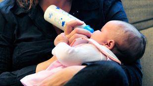 El teléfono gratuito de apoyo a la maternidad es el 900 92 32 92.