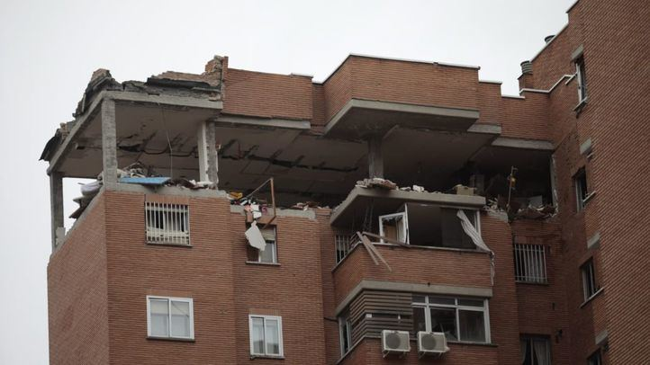 Explosión por un posible escape de gas en un bloque de viviendas en Vallecas.