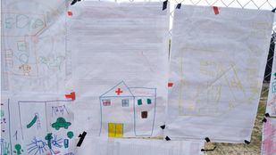 Protesta de los vecinos del Ensanche de Vallecas por el segundo centro de salud que esperan que se construya.