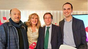 José Luis Martínez Almeida, candidato popular a la alcaldía de Madrid, y Jose Manuel Calvo, concejal de desarrollo urbano sostenible, en Com.Permiso