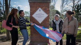 Cristina 'La Veneno' ha sido homenajeada en el Parque del Oeste de Madrid con una placa en su memoria.