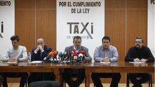 Daniel Carrasco (Plataforma Caracol); Miguel Ángel Leal (Fedetaxi); Julio Sanz (Federación Profesional del Taxi); Sergio Vega (Élite Taxi); y Felipe Baeza (Asociación Madrileña del Taxi)